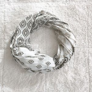 Accessories - Printed scarf in cream/white/black